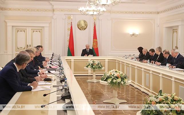 Тема недели: Демографическую ситуацию и поддержку семей с детьми обсудили на совещании у Александра Лукашенко