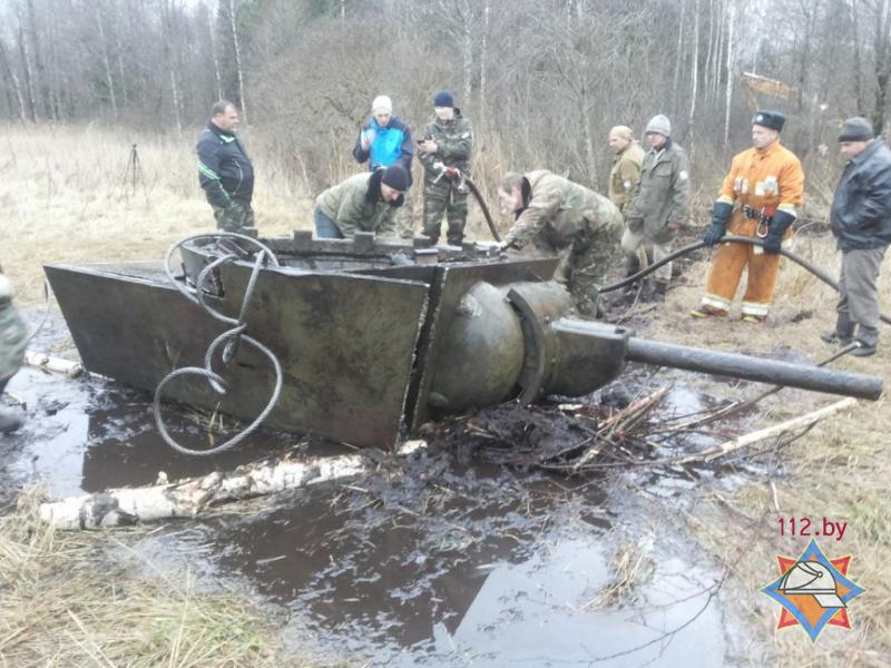 Танк кв-1 времен великой отечественной войны подняли сотрудн.