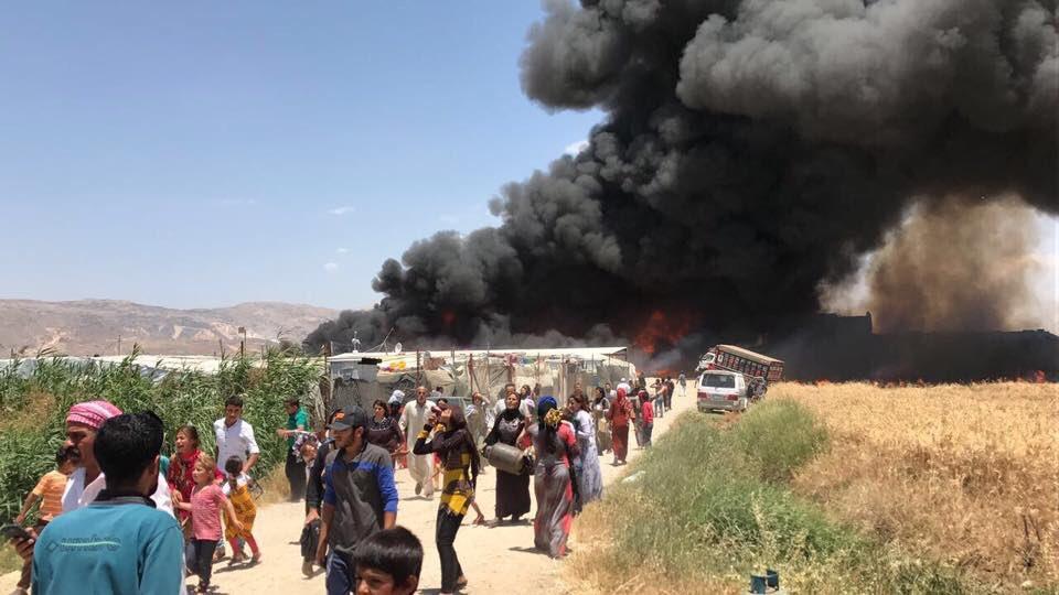 Два человека погибли впожаре всирийском лагере беженцев вЛиване