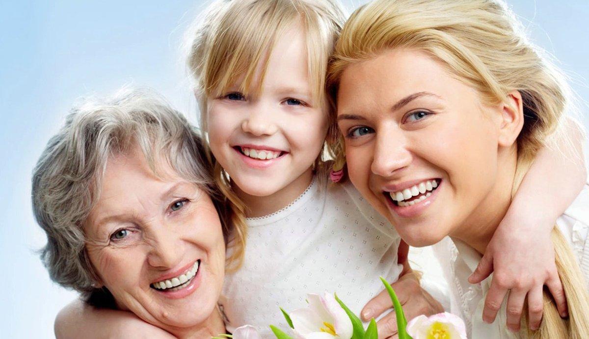 Мама и дети открытка